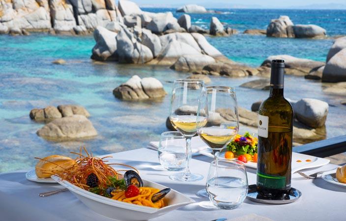 Assapora la Corsica in estate: scopri il menù di Hotel des Pecheurs