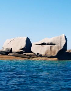 bellezze-Corsica-le-rocce-artistiche -isola-Cavallo-labbra